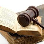 investigazioni private : codice civile e martelletto da giudice