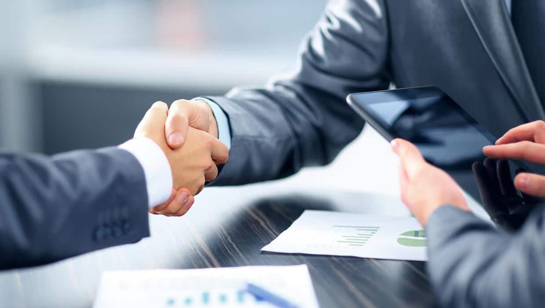 Investigatore privato napoli consulenze gratuite - immagine di una stretta di mano